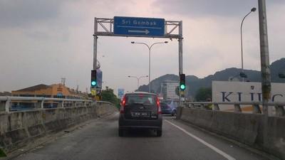 Ikut arah signboard ke Sri Gombak